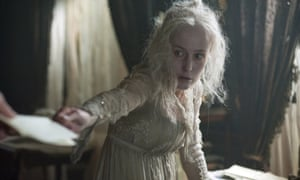 Gillian Anderson como Miss Havisham en la adaptación de la BBC de Great Expectations.